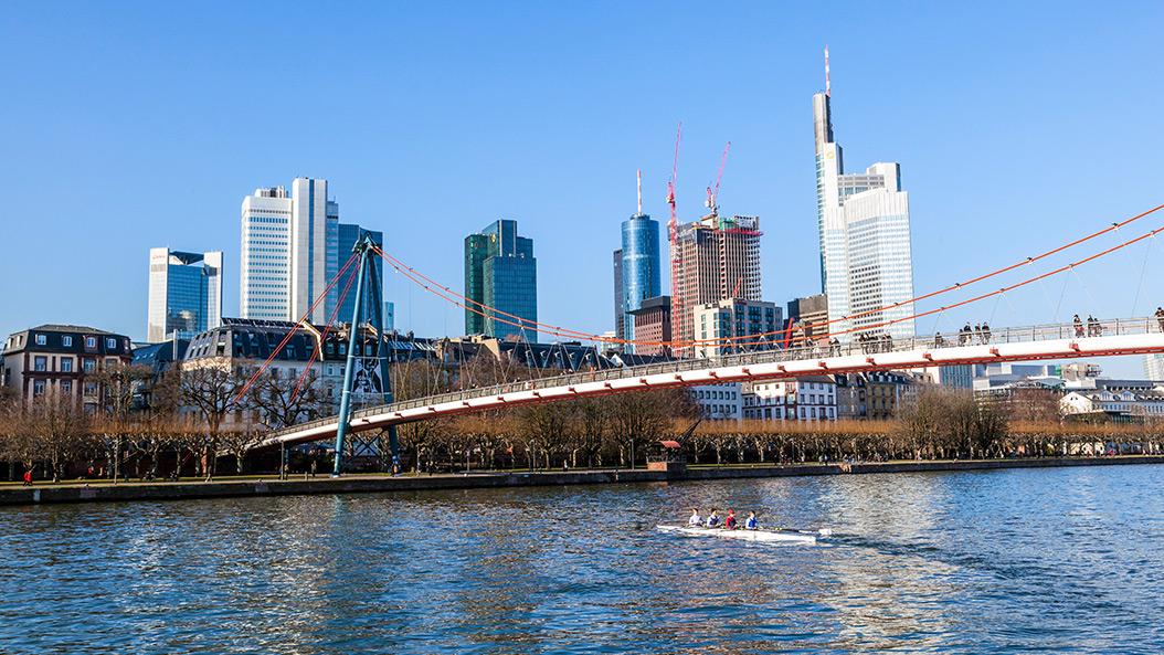 An die Riemen, fertig, los - das Frankfurter Ruderfest hat begonnen